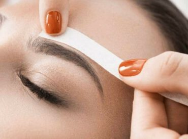 Hi! Unibrow is not being considered as feminine. Even the smallest hair appearing above the nose can ruin the look. Luckily, there are simple methods allowing you to get rid of the unibrow. Use tweezers, wax or hair removal spray. How to remove unibrow? Tweezers It is the most popular method for hair removal. Just […]